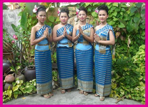 ชุดไทยพื้นบ้าน